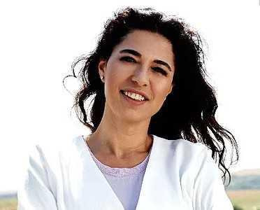 Elif Güveloğlu